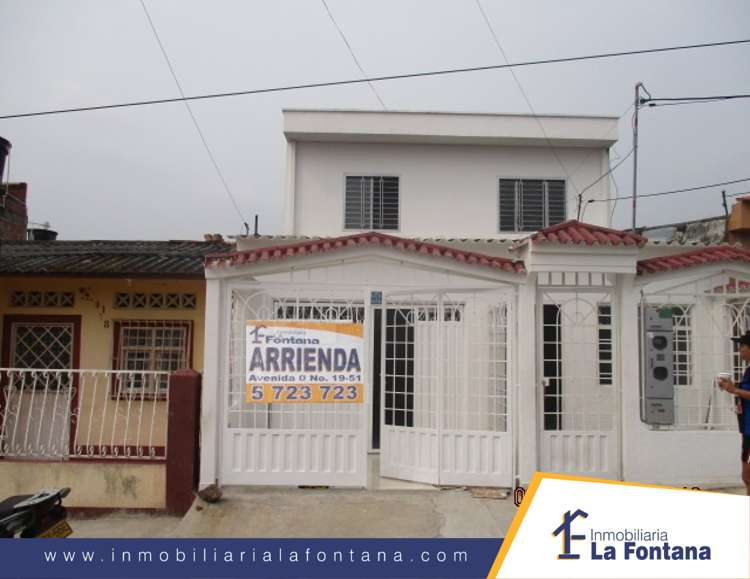Cod: 1051 Arriendo <strong>apartamento</strong> en Segundo Piso, en Claret Atalaya