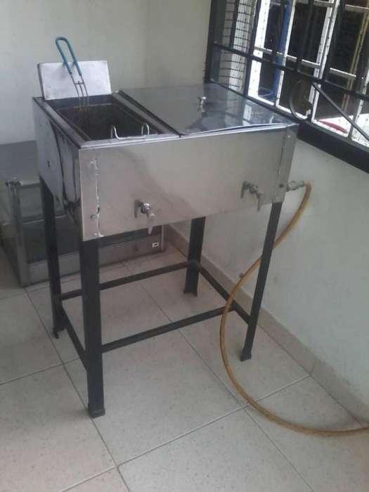 Freidora con electrodomésticos de cocina