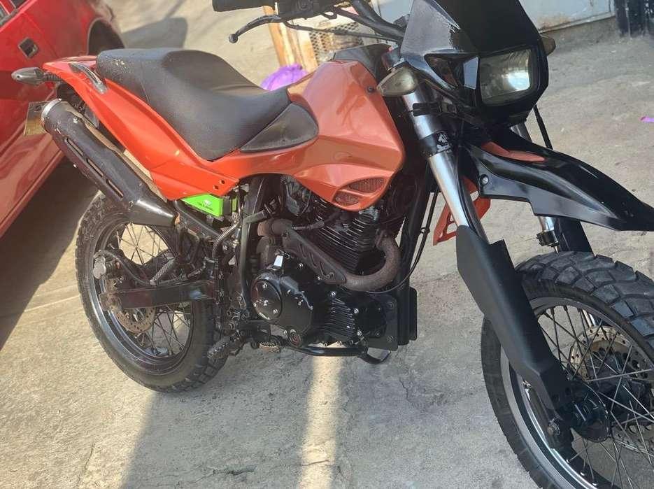Se Vende Akt 200 Moto Unico Dueño