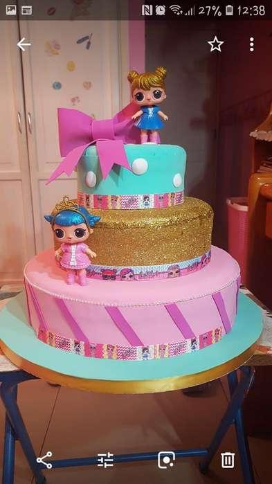 Torta Falsa de Las Muñecas Lol