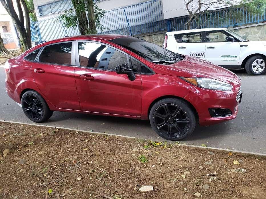 Ford Fiesta  2014 - 45000 km