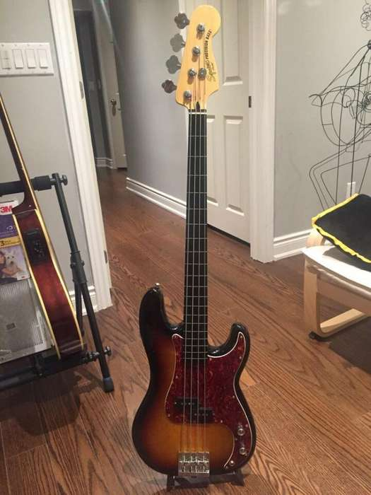 Squier By Fender Fretless Bass Precision