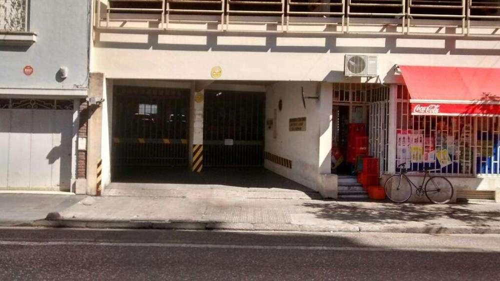 Alquilo cochera Corrientes y Pellegrini
