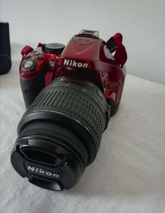 Vendo Nikon D5200 Lente 18-55 Flash Ext