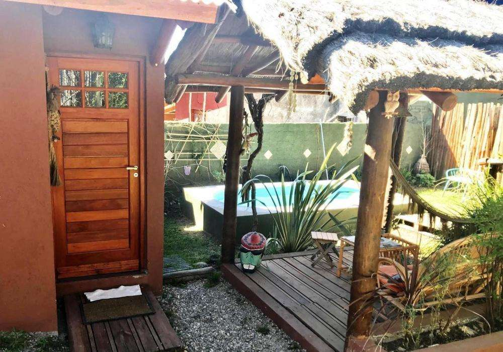 nr54 - Cabaña para 2 a 3 personas con pileta y cochera en Villa Giardino