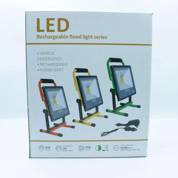 Reflector Proyector De Luz Led Recargable 30w Multiusos