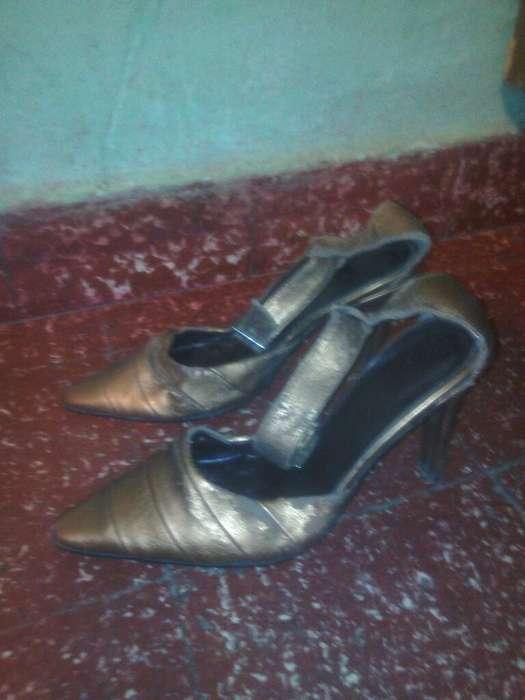 Zapatos Color Dorado. con <strong>pulsera</strong>
