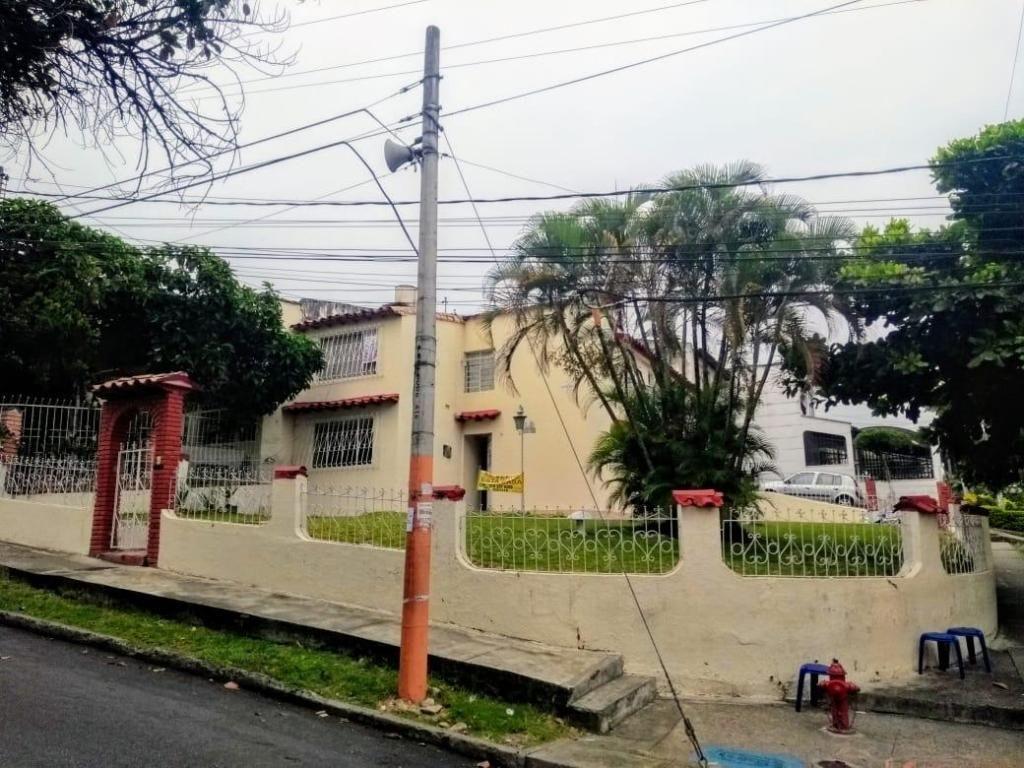 CASA LAGOS 3 EN VENTA ESQUINERA VIA PRINCIPAL