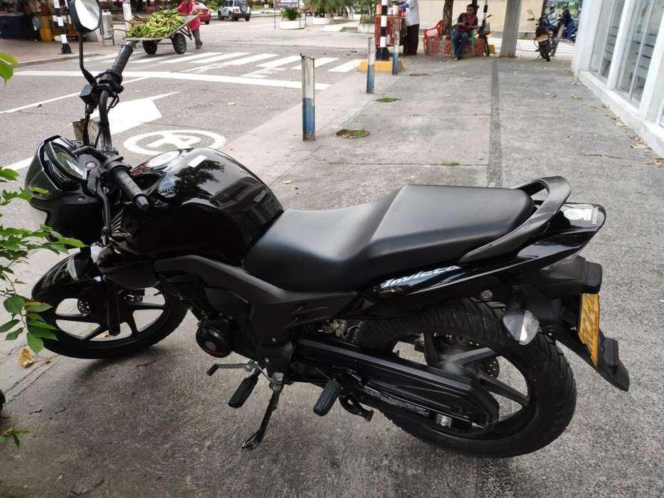 Moto Honda CBF 150 Invicta