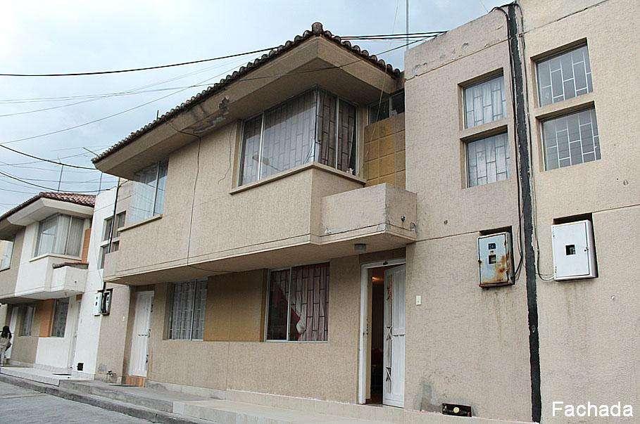 Casa Ciudad del Sol, Pomasqui, cerca a supermercados, cerca a via USD55.000 2353232,0997592747