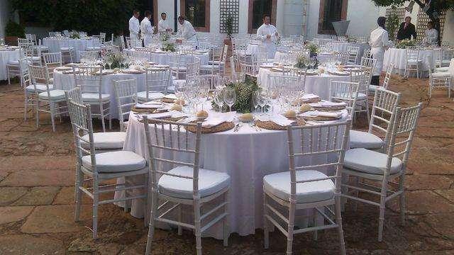 sillas tifany blanca-(alquiler 75) promo tiempo limitado-impecable estado- con alhohadon-3415823067 wpe