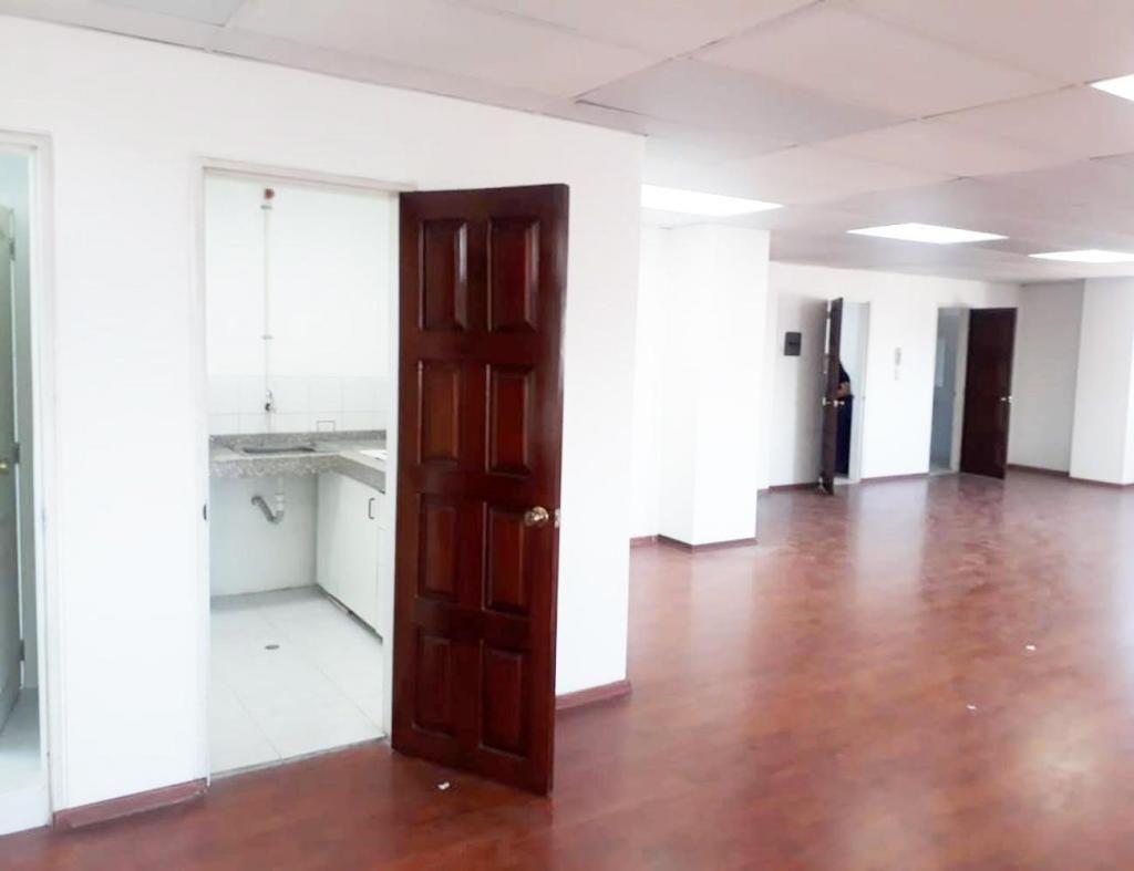 La Colón, oficina, 190 m2, alquiler, 1 ambiente, 2 baños, 3 parqueaderos