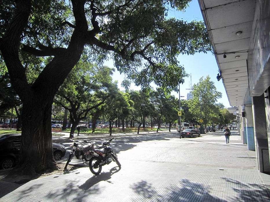 Dueño Vende Excelente departamento 3 ambientes 55m2 Apto profesional frente a estación Metrobús y UADE Monserrat