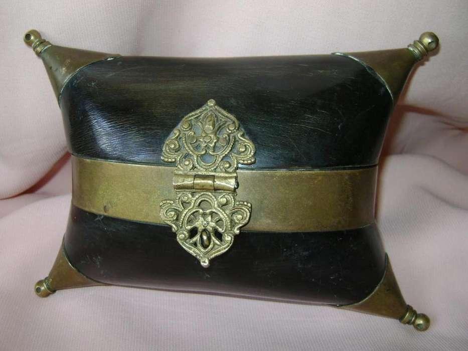 c1890 Cartera Alhajero Hindú en cuerno y bronce / Maxim Nord