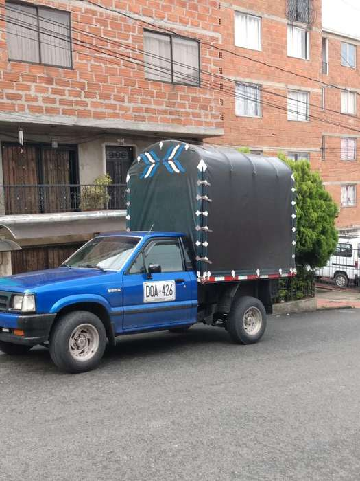 Se Transportan Equipos de Construcción