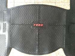 Cubre alfombra F 100 74 al 80 VAPREN LEGITIMO con leyenda FORD ROJO