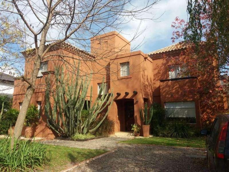 Casa Estilo Mexicana en venta en Buen Retiro ,Villa Rosa