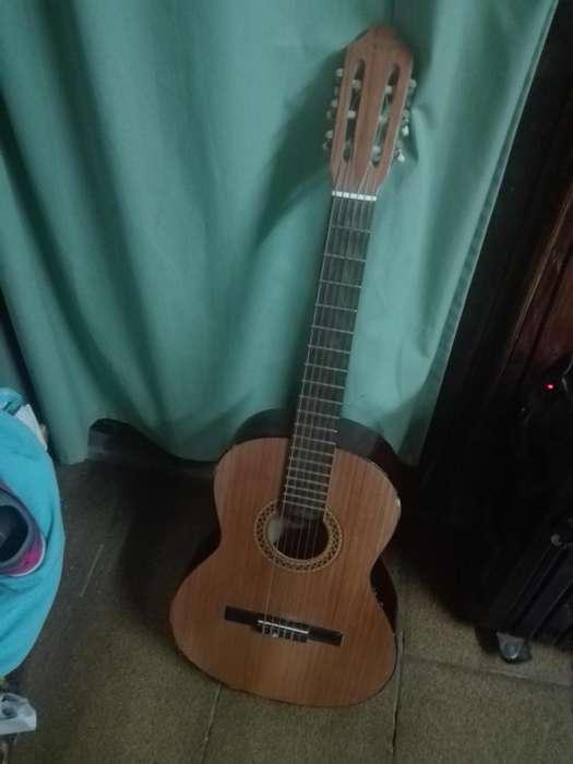 Guitarra Gracia Modelo M3 con funda