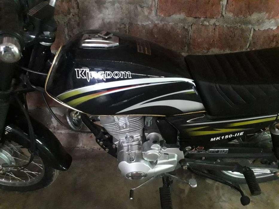Vendo Moto Kingdom de Paquete