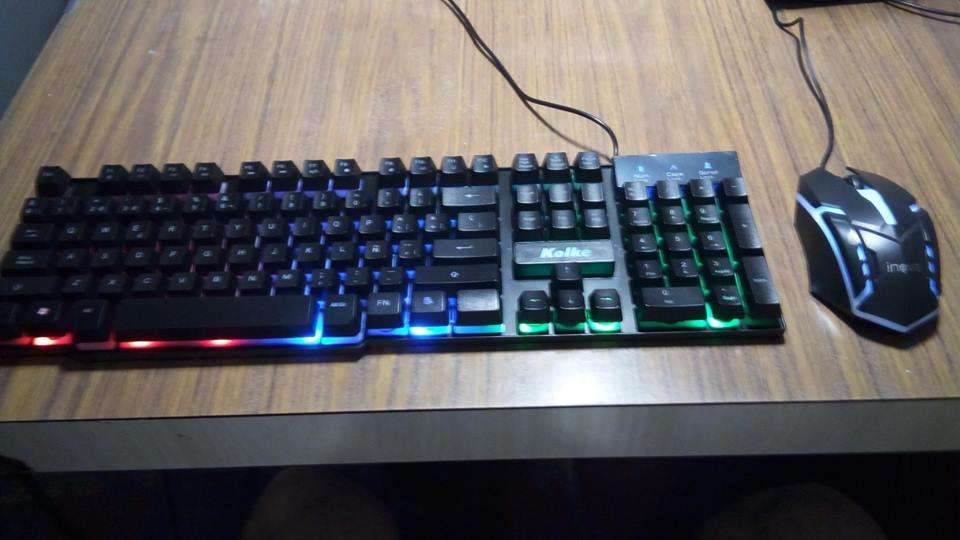 teclado Kolke Delta simil mecanico RGB y Mouse Innova Gamer