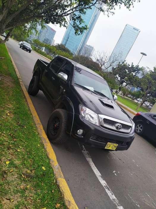 Toyota Hilux 2011 - 122 km