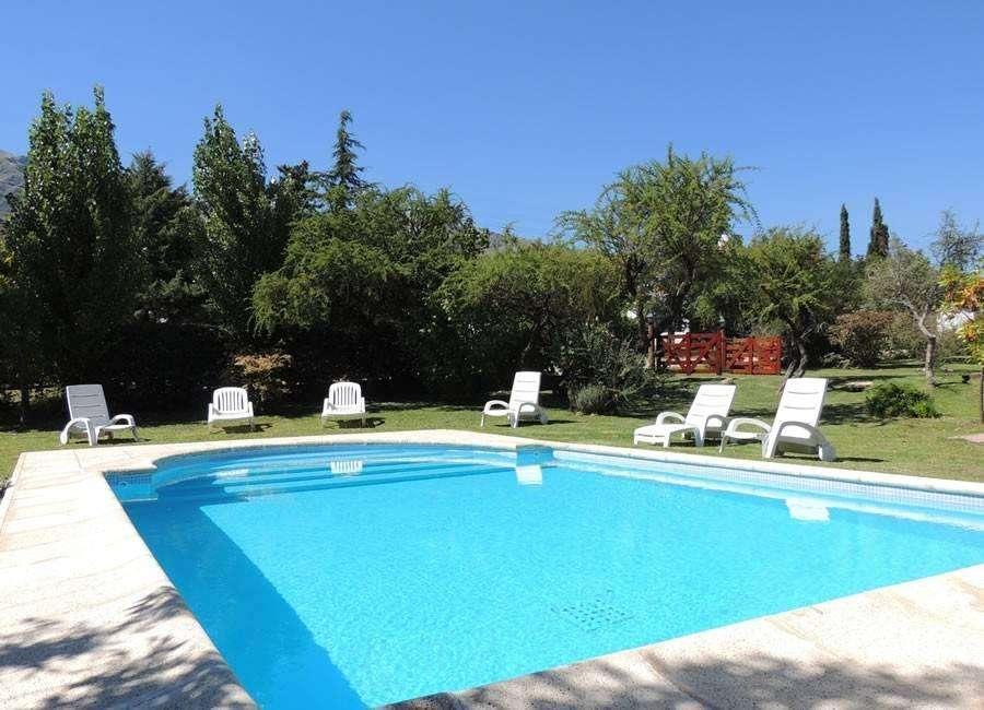 uz31 - Chalet para 2 a 8 personas con pileta y cochera en Villa De Merlo