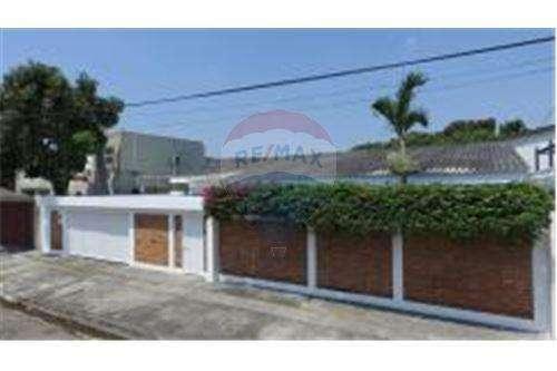 Venta de Casa Negociable en Zona de Urdesa, Norte de Guayaquil, Ana Luisa Blum