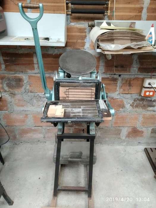 Tarjetera Tipografíca, Impresora Troquel