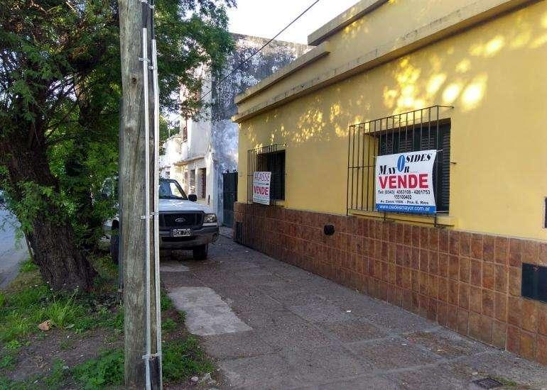 Calle Libertad entre Paraguay y Montevideo amplio fondo y ent pasante