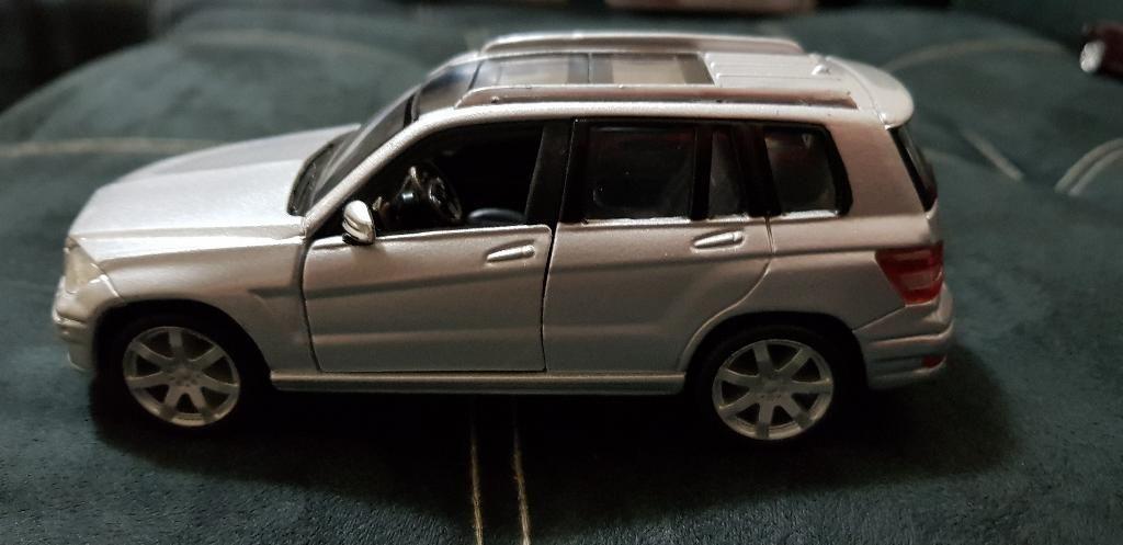 Mercedes Benz Escala 1:32 Burago
