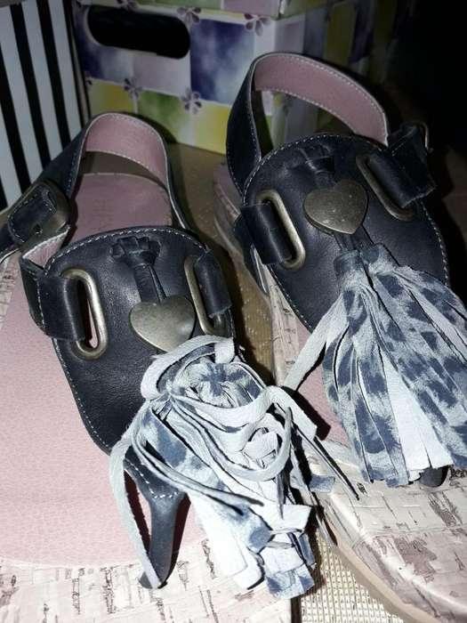 sandalias de mujer negras marca Heyas nuevas N 38 con flecos atigrados en grises
