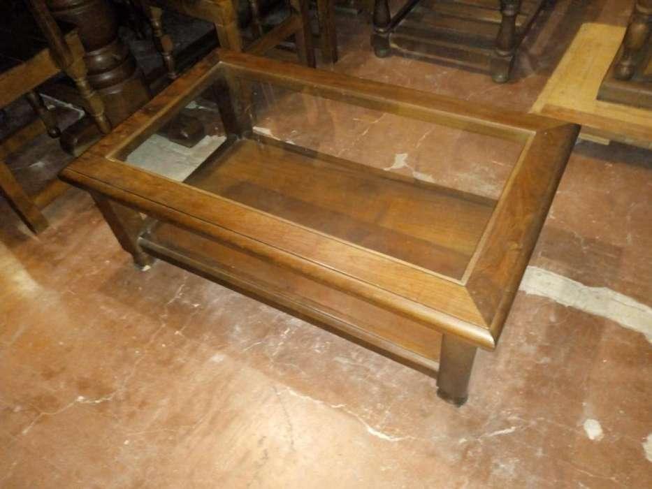 mesa ratona de algarrobo y vidrio