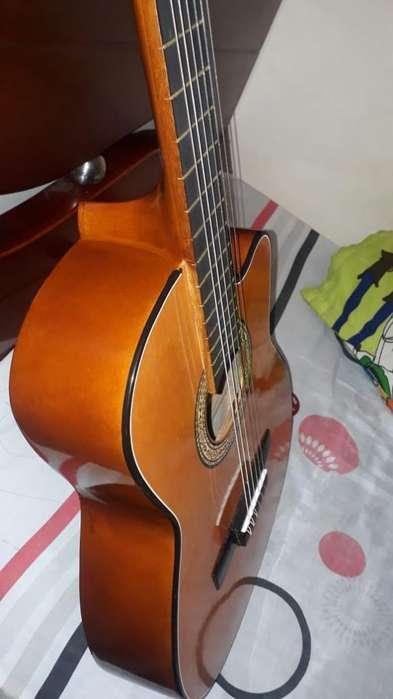 Vendo Hermosa Guitarra Clásica