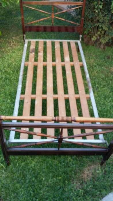<strong>cama</strong> de madera de una plaza . Antigua. Muy buen estado. Elástico de hierro y madera. Ideal anticuarios!!!