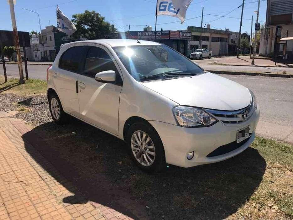 Toyota Etios 2015 - 100000 km