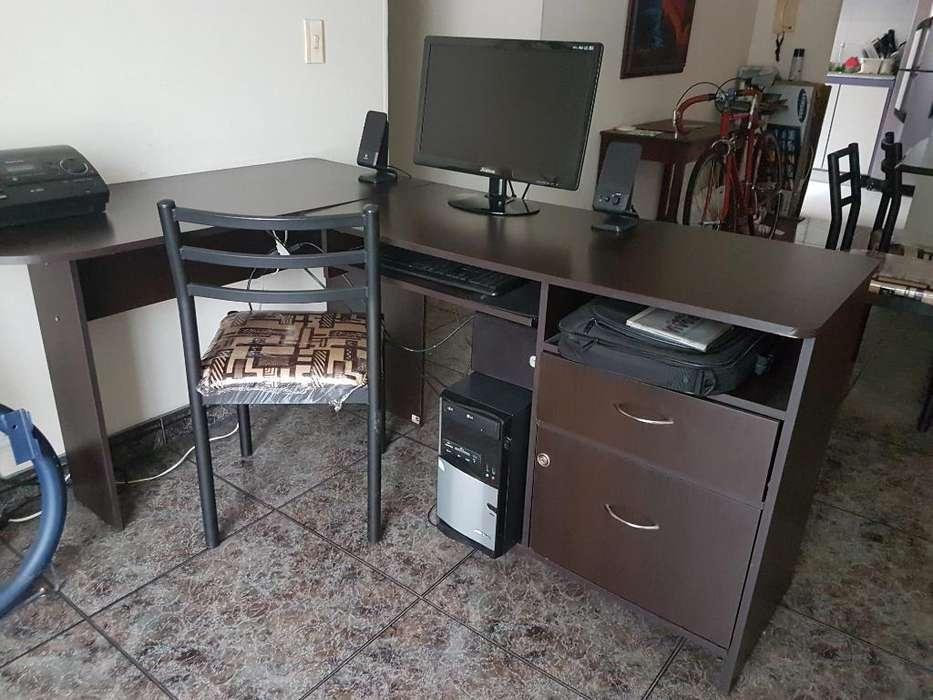 Mueble con Computador