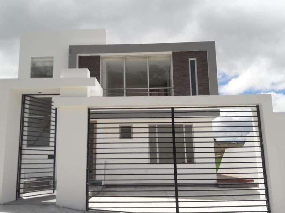 Casa en Venta en Mirador del Valle a tres cuadras del colegio Eugenio Espejo.