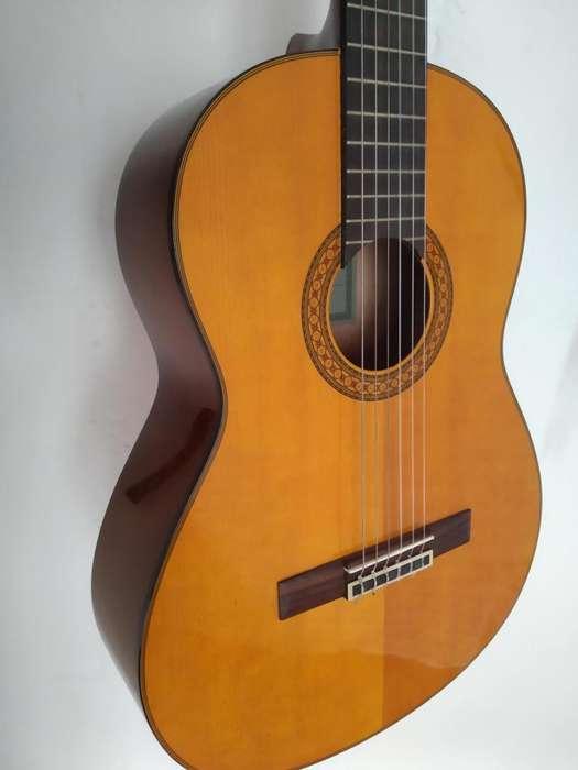 Guitarra clásica Yamaha C80 con estuche semiduro