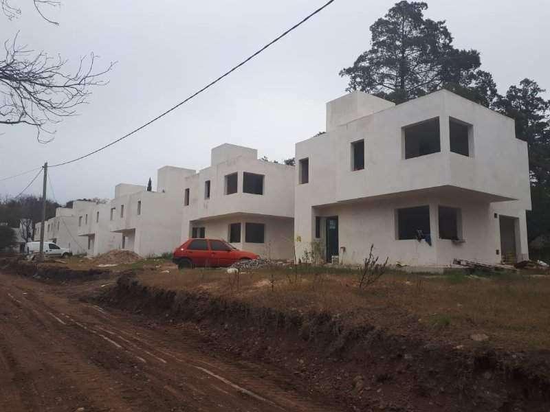 Duplex 3 dormitorio, 3 baños, estar, cocina 130 mts, La Reseva Villa Housing . V. Walcalde