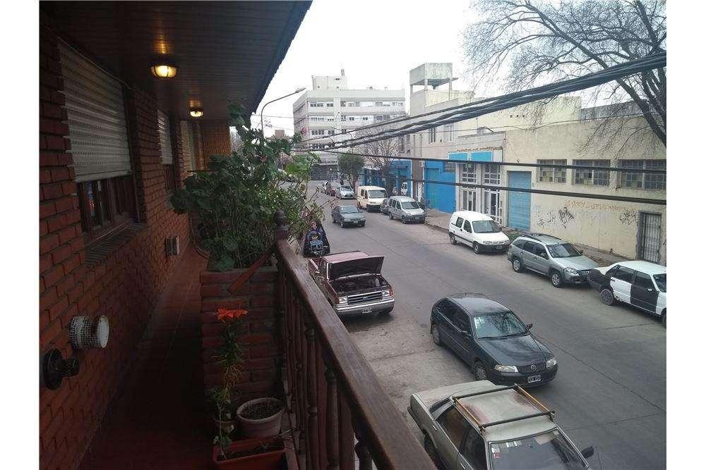 PH en alquiler 5 ambientes, zona San Jose.