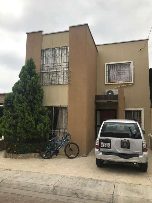 Casa de Venta en La Joya Etapa Perla, cerca de CC El Dorado
