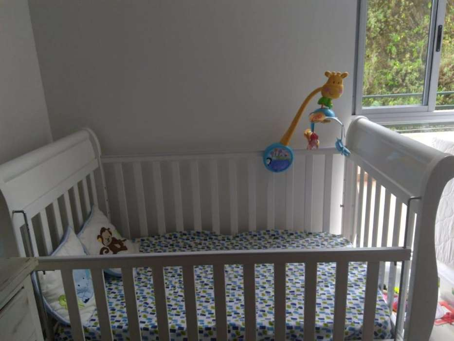 Cuna y cómoda estilo decape para bebé (usados)