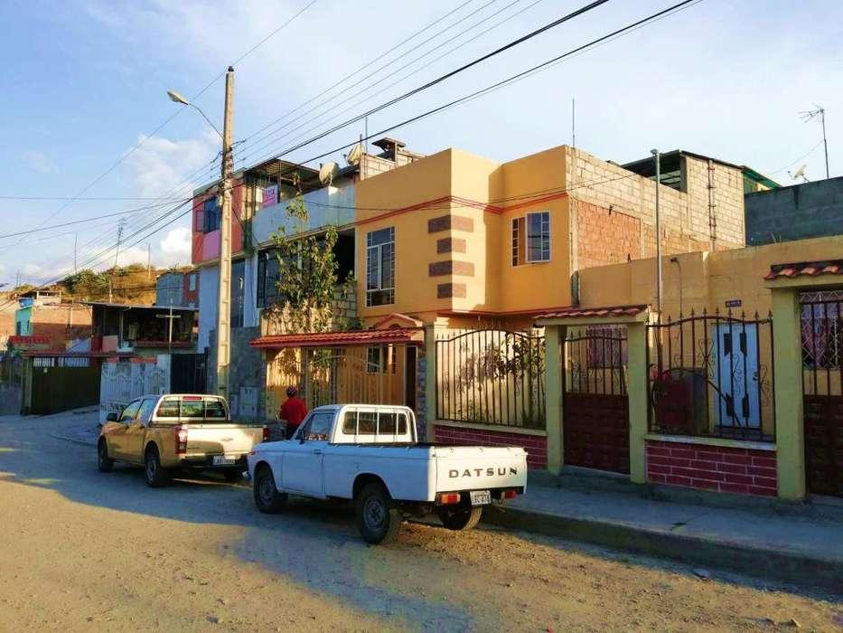 En Venta Casa de 2 Plantas en Loja.