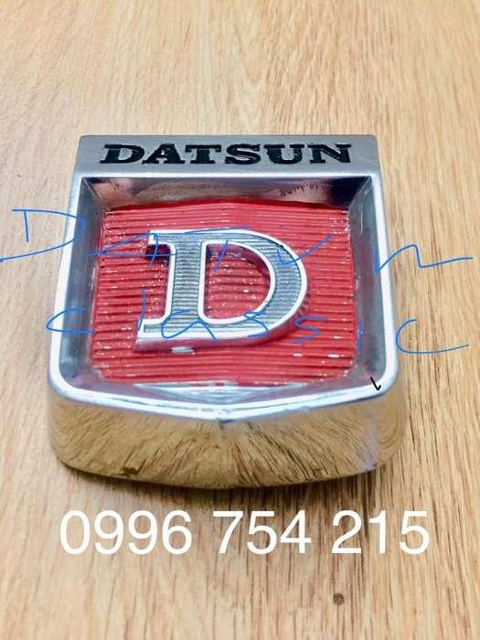 Datsun Emblema Original