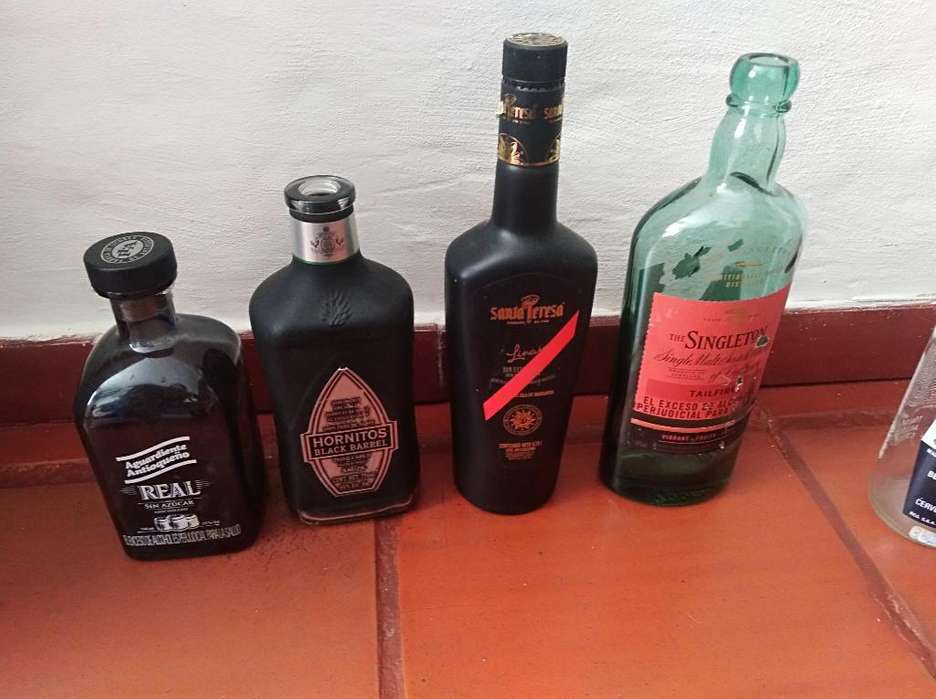 Vendo Botellas Decorativas
