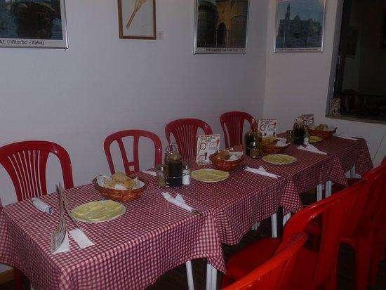 SE NECESITA COCINERA (pescados y mariscos-comida criolla)