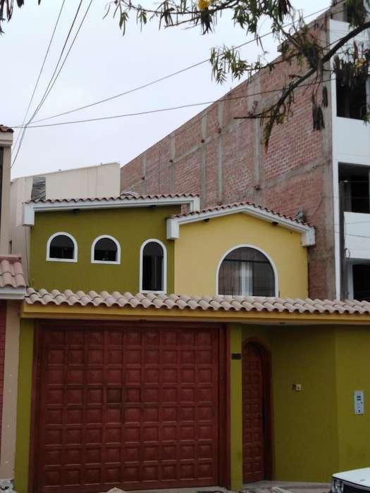 Ocasión Casa en Venta: Casa de 2 Pisos.