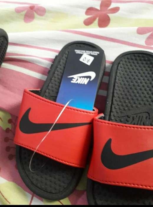 Nike Y Adidas