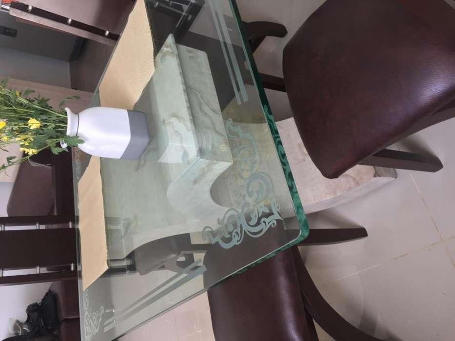 Se vende <strong>comedor</strong> de vidrio y madera
