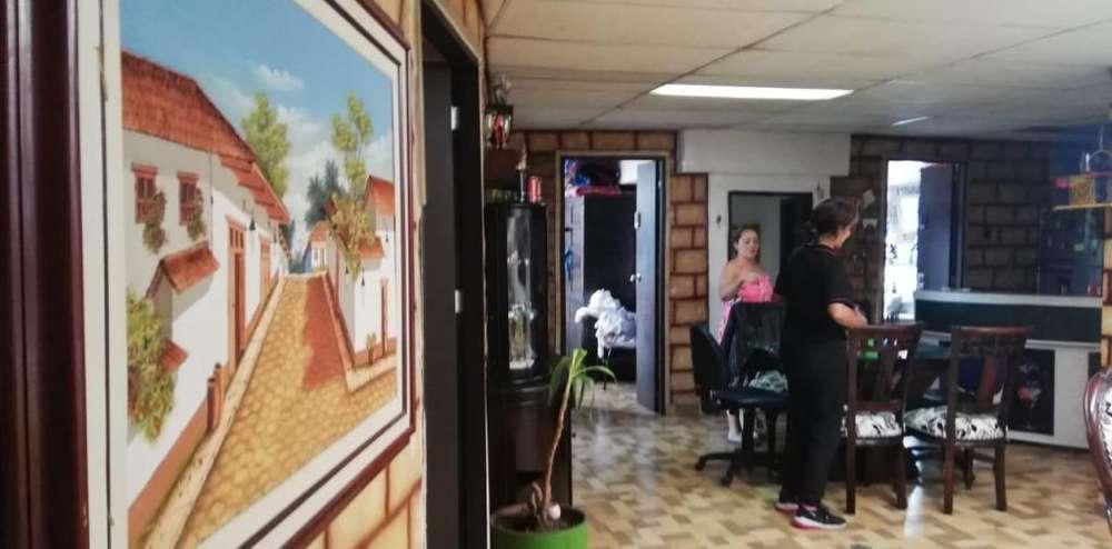 Se vende Casa Comercial en Facatativa. También Permuta menor valor. Cel. 3112175503 Jhonny Torres.